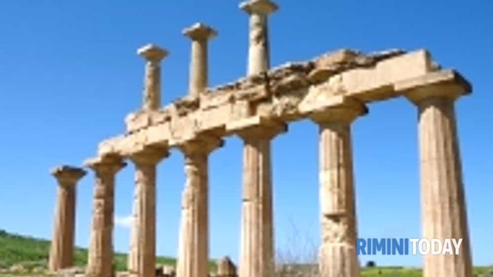 dove il cielo era bucato. cento anni di scavi italiani a cirene.-2