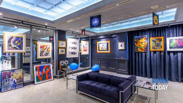 Il mondo dell'arte entra in hotel: in mostra da Warhol a Schifano