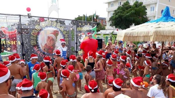 In spiaggia è già Natale con lo show di Bimbobell