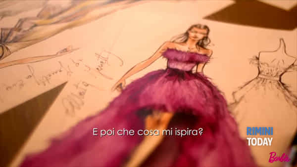 La stilista Alberta Ferretti celebra i 60 anni di Barbie | IL VIDEO