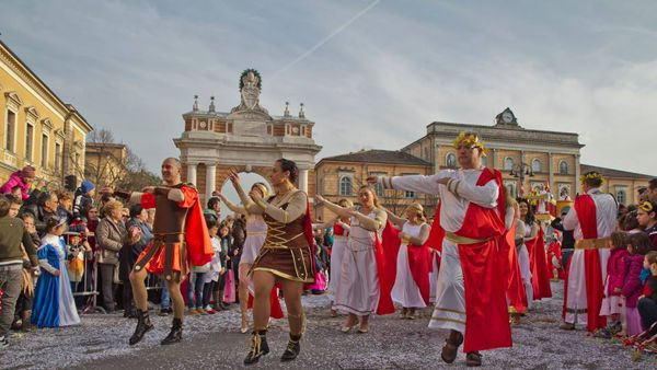 Santarcangelo festeggia carnevale tra maschere, dolci e la super ospite Cristina Chiabotto