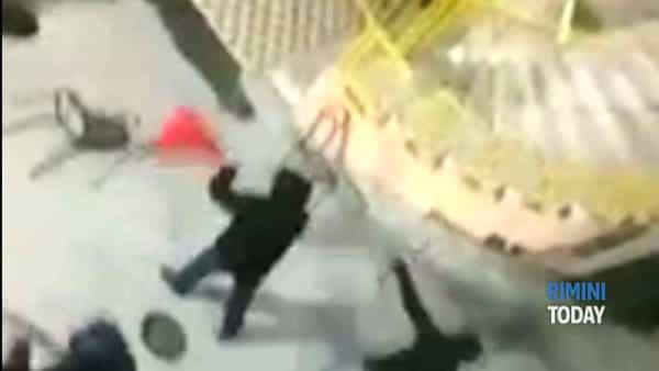 Guerriglia fuori dallo stadio, il video degli scontri tra teramani e riminesi
