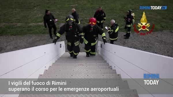 VIDEO | I vigili fuoco di Rimini certificati per le emergenze aeroportuali