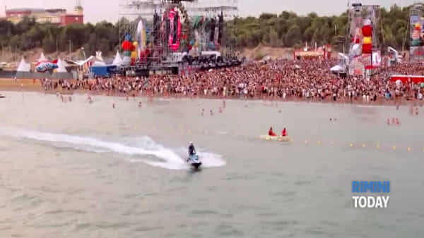 Anteprima del Jova Beach Party di Rimini | IL VIDEO