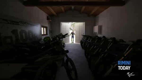 Realizzato il sogno di Valentino: da casa al Misano Circuit in sella alla Yamaha M1|IL VIDEO