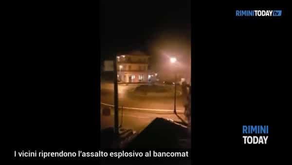 VIDEO | I vicini riprendono l'assalto esplosivo al bancomat
