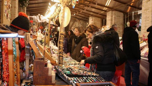 Torna il Paese del Natale con mercatini, stand gastronomici, renne, musiche e sorprese