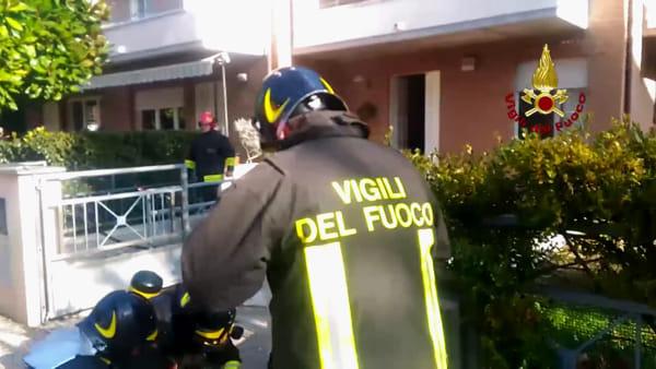 Scoppia un incendio nel garage: tempestivo intervento dei Vigli del fuoco - VIDEO