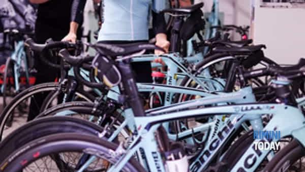 cicliste in azzurro-2
