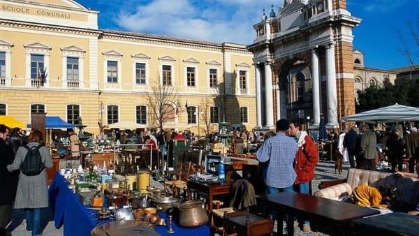 """Torna """"la Casa del Tempo"""", il mercatino di antiquariato in piazza Ganganelli"""