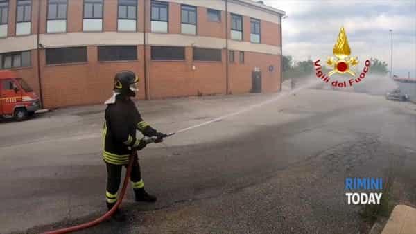 VIDEO | Gli alunni delle superiori a scuola dai vigili fuoco per la gestione degli incendi