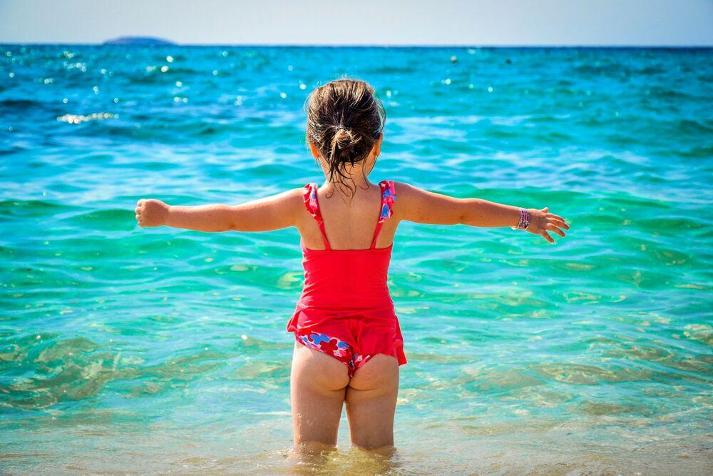 Abbronzatura, cosa fare per proteggere la pelle dei bambini