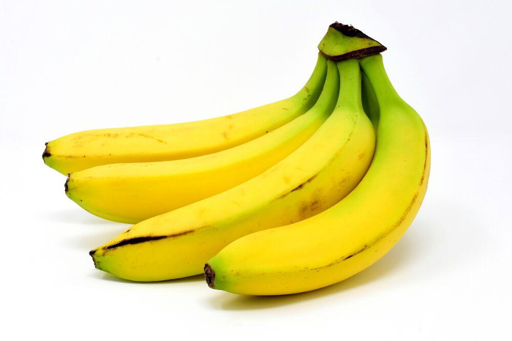 Mangiare banane fa bene, proprietà e i benefici