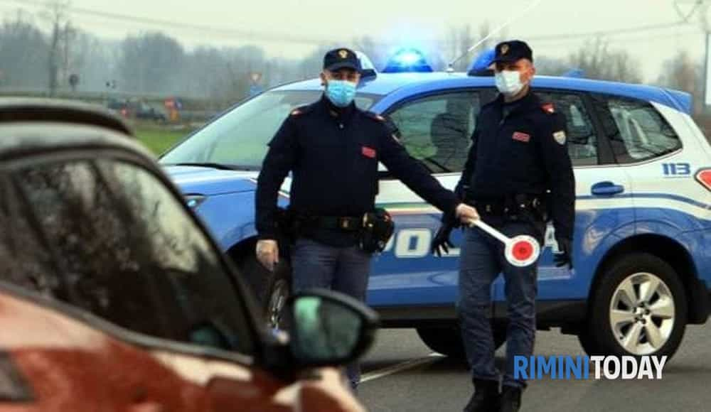 Controlli Covid, 5 multe per mascherine e coprifuoco. Ubriaco si scaglia contro la polizia e viene arrestato