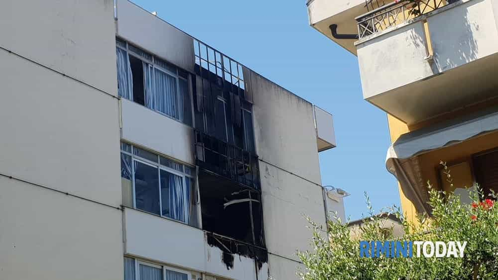 incendio condominio via castrocaro riccione 02-2