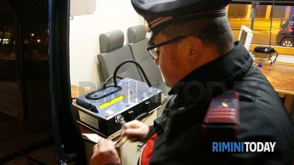 Fermato da una pattuglia dei carabinieri fa schizzare l'etilometro a oltre 2 g/l