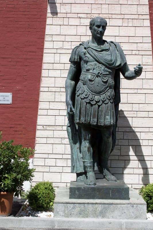"""Statua di Cesare, Tagliaferri attacca il Comune: """"Basta balbettare, dica cosa pensa"""""""