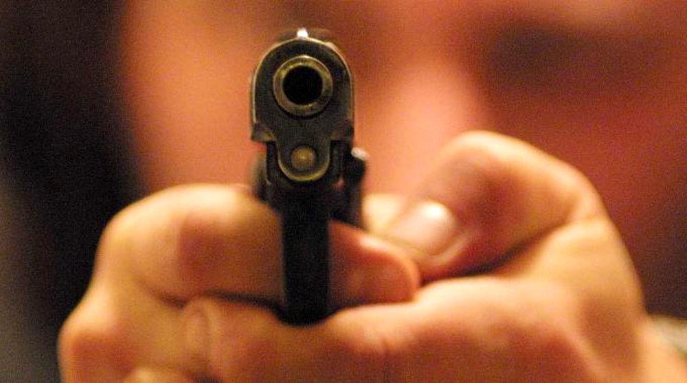 Armato di pistola rapina il supermercato, malvivente bloccato dai passanti