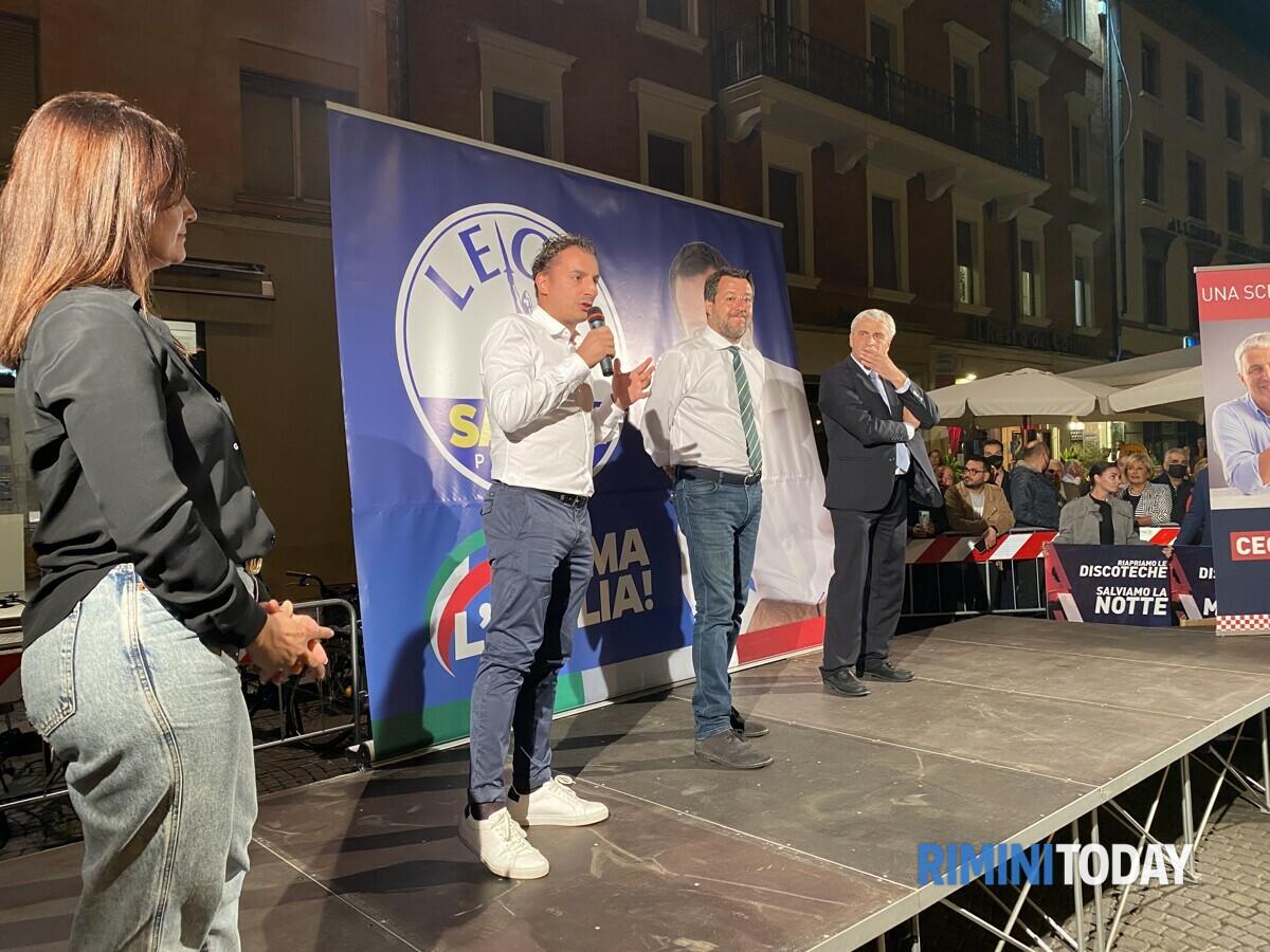 """Salvini in piazza per Ceccarelli: """"Un voto per cambiare Rimini , ma anche l'Italia e per non restare sotto la sinistra"""""""