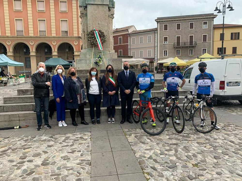 Staffetta in bici da Santarcangelo a Rimini: il Sap ricorda i caduti delle forze dell'ordine