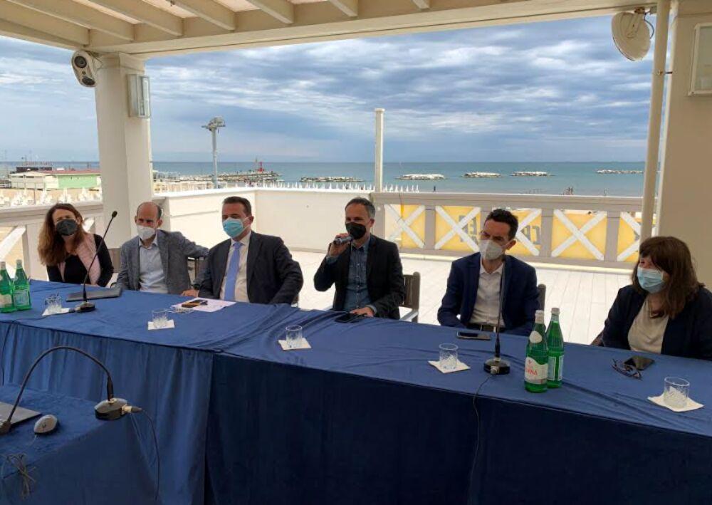 Vacanze 'Covid-free', la Regione vaccina gli operatori turistici: coinvolte 40mila persone