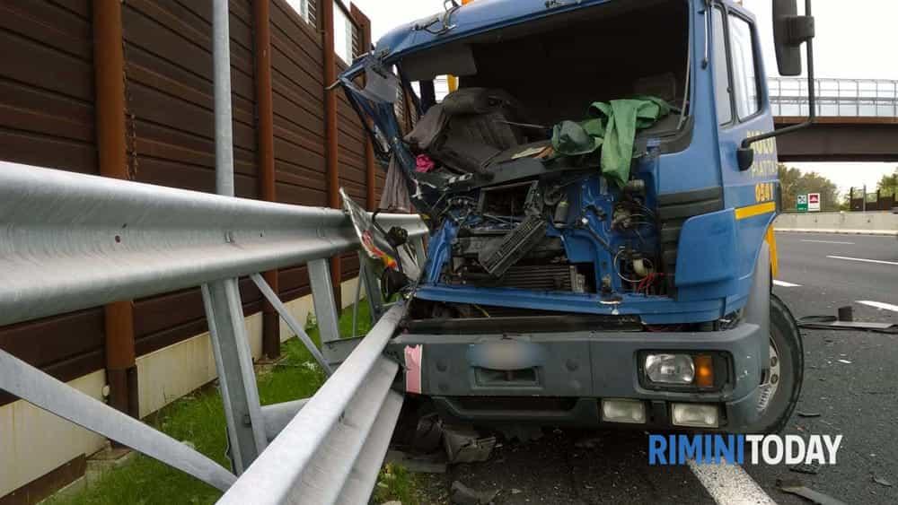 incidente a 14 tubi acciaio carreggiata 02-3