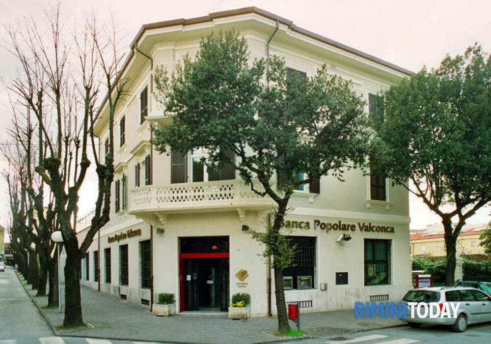 Dopo il restyling riaperta la filiale di Cattolica della Banca di Popolare Valconca