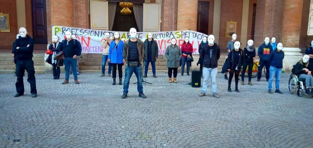 """""""Non siamo invisibili"""": i lavoratori dello spettacolo protestano in piazza"""