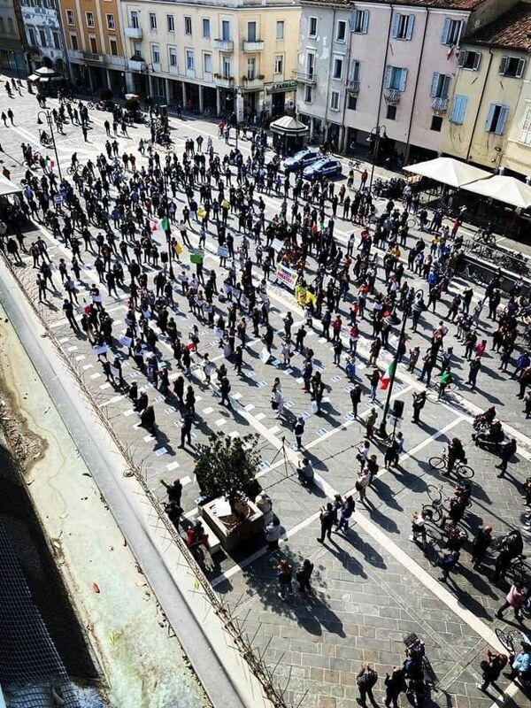 Esercenti e commercianti in piazza per rivendicare il diritto al lavoro