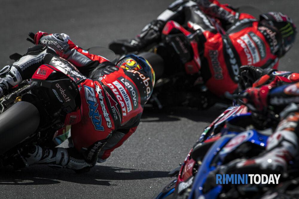 """Week end deludente per Rinaldi, il pilota """"steso"""" in pista in Race-2 e solo 5 in SuperPole Race"""