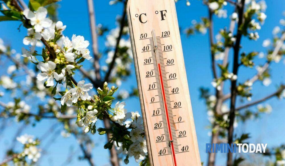 """Caldo in arrivo, 3bmeteo: """"Temperature come a maggio ma per Pasqua serve l'ombrello"""""""