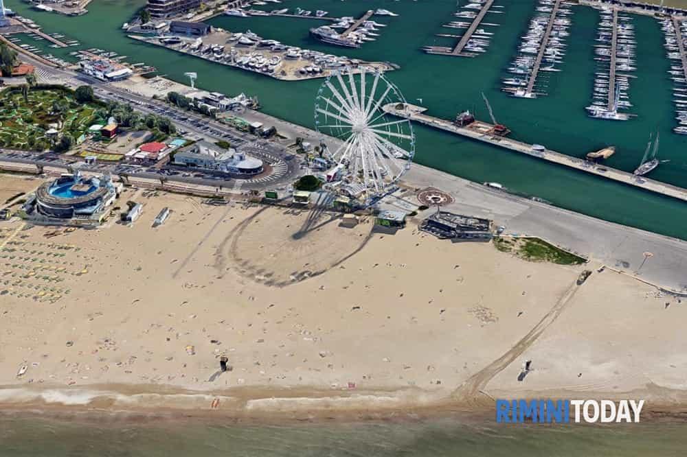 Le spiagge libere pronte per l'arrivo dei turisti: regole, distanziamento e steward