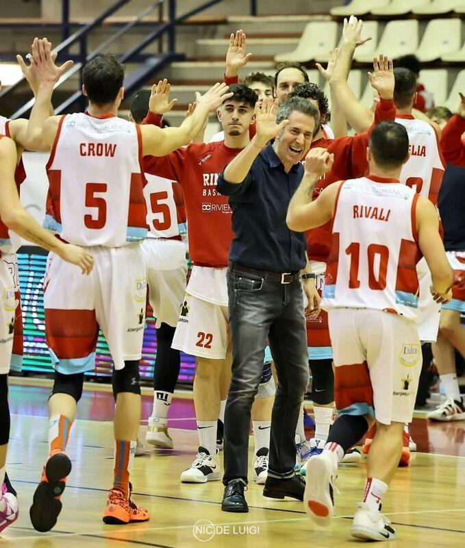 Basket, cominciano i playoff della Rinascita: domenica arriva Cremona al PalaFlaminio