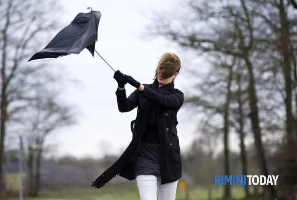Prolungata l'allerta di Protezione Civile per vento forte nell'entroterra