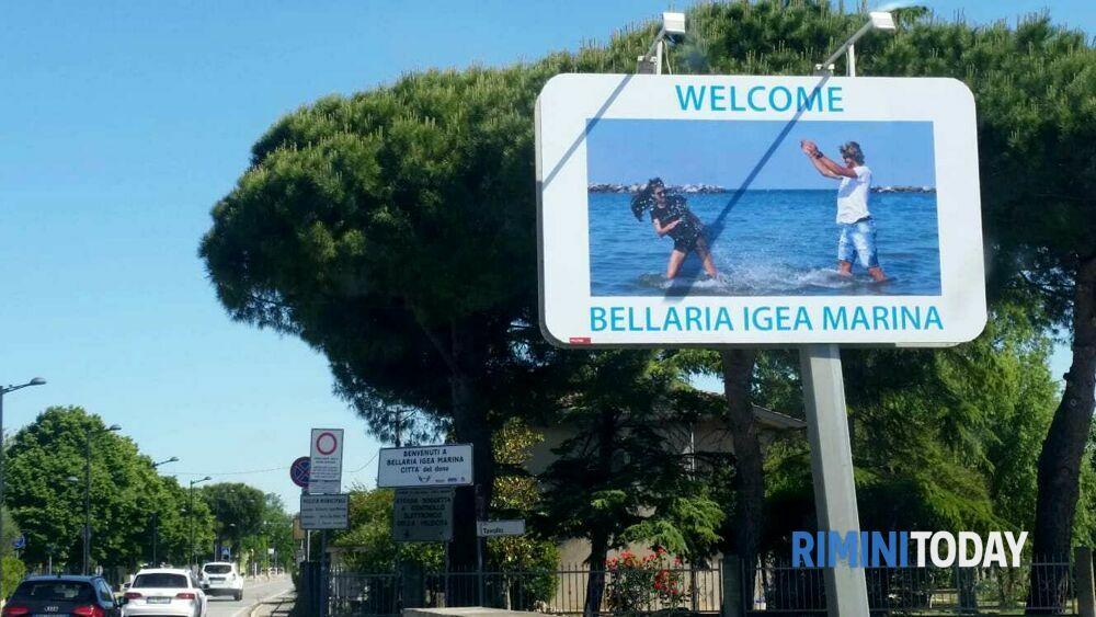"""Un """"welcome"""" a chi arriva, un """"good bye"""" a coloro che lasciano Bellaria Igea Marina"""