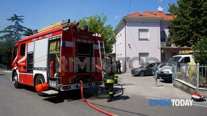 rimini san vito legnaia in fiamme vigili fuoco 31 luglio foto - 001