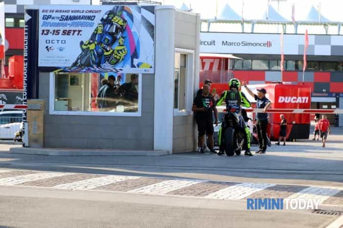 Valentino Rossi da Tavullia a Misano in Yamaha (foto di Marzio Bondi)