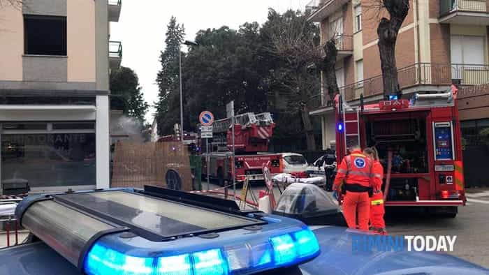 incendio appartamento via gulli san giuliano rimini soccorsi ambulanza vigili fuoco 31 gennaio foto - 0377